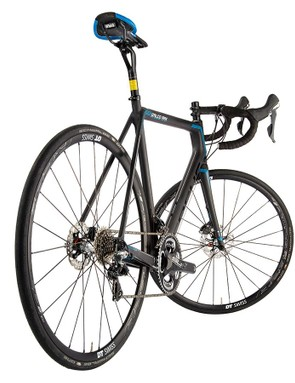 This Izalco is slightly longer, at 1022mm, than its rim-braked sibling. That's down to its disc-optimised 415mm chainstays