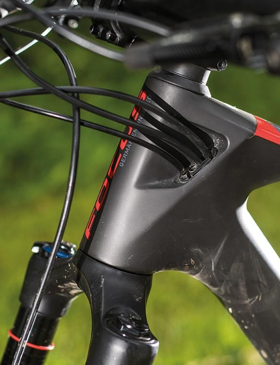 The gear cable and rear brake and dropper post hoses all enter the frame on the non-drive side