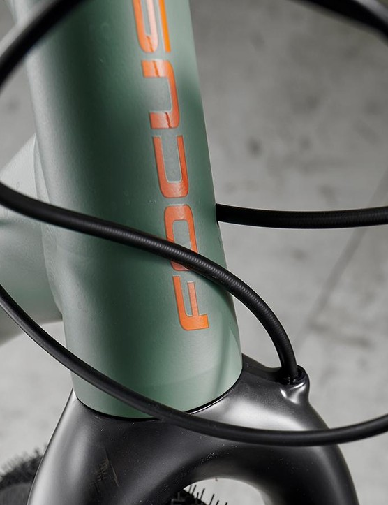 Short head-tube contributes to compact front-end feel