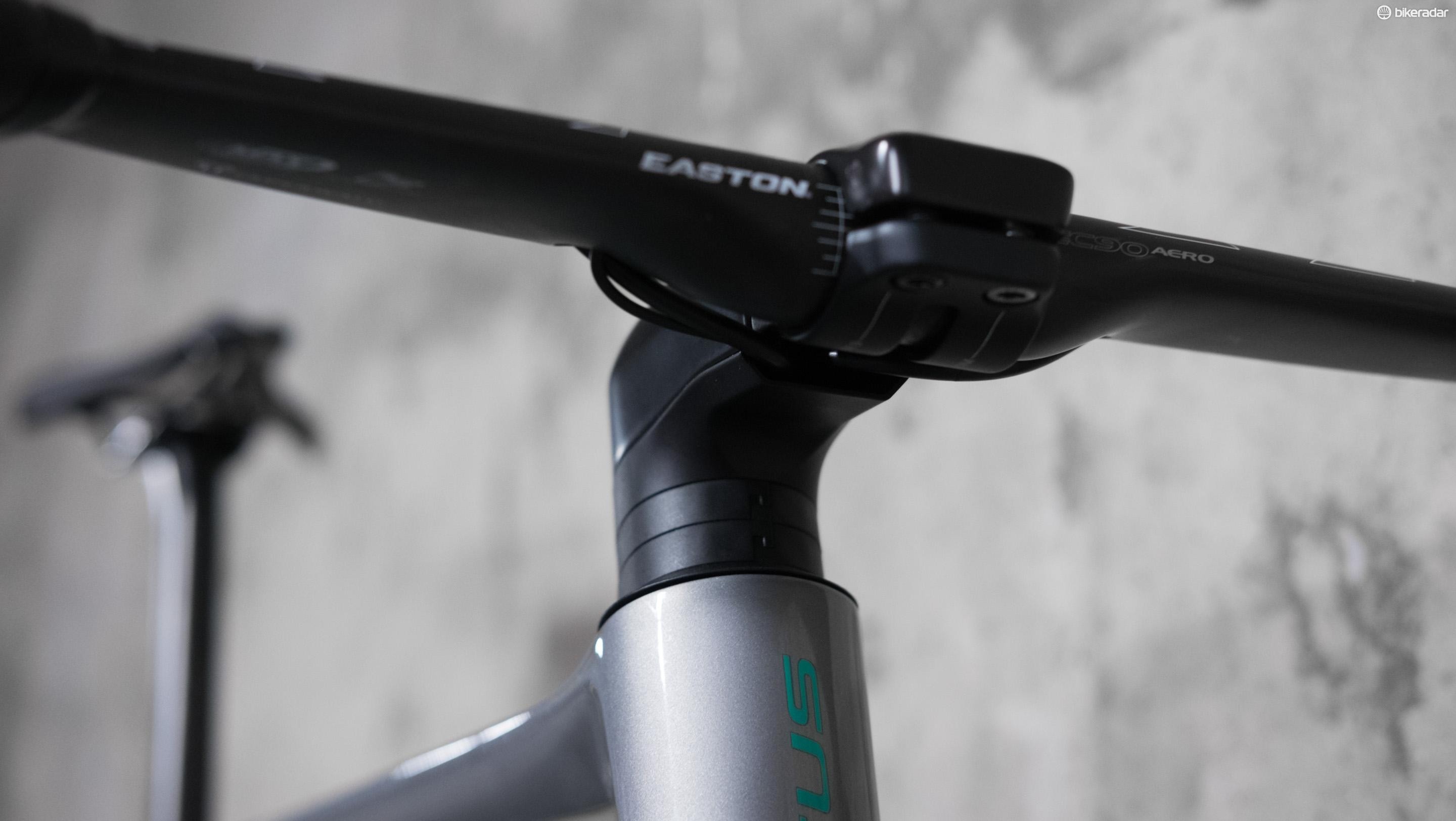 Cleverly, the stem is kept separate from the internal cable routing, which should make packing the bike for travel a cinch