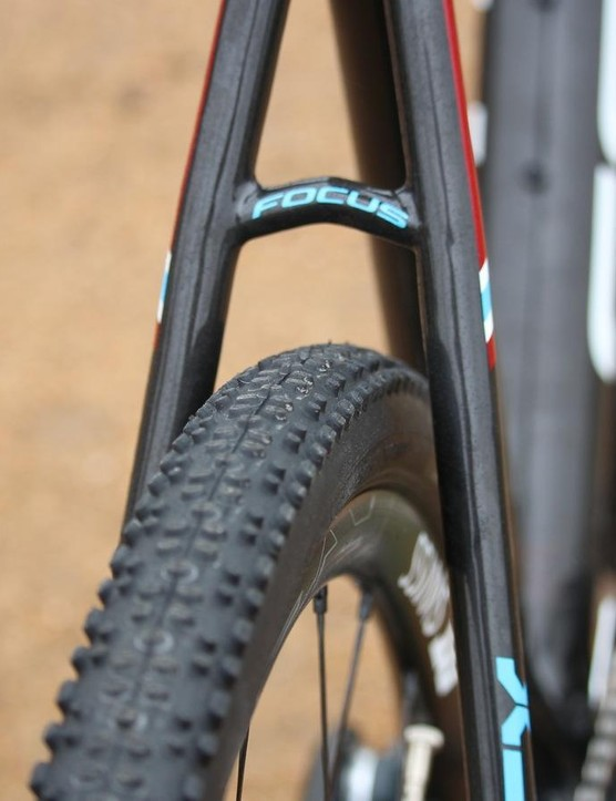 Schwalbe's X One can be set up tubeless —and a girthy 35mm —on the DT Swiss R 32 Spline DB wheels