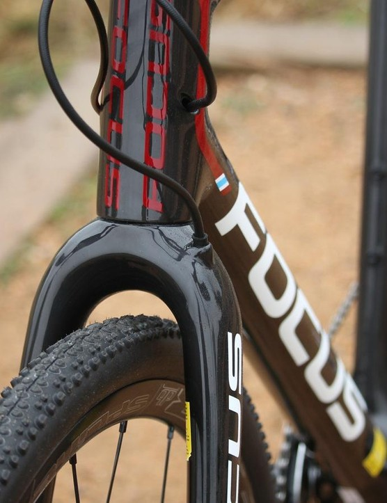 Internal routing is a great thing for 'cross bikes. Many companies zip-tie the brake hose to the fork; we like Focus' approach