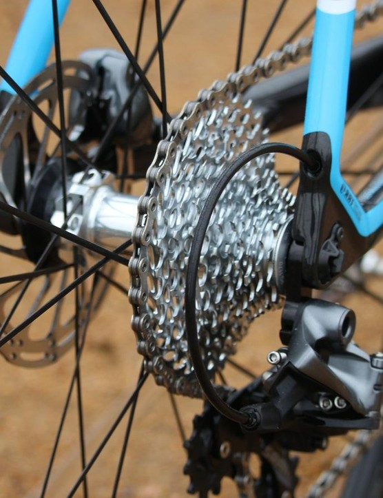 Three things we like: an 11-32t (for a 1x bike), clean cable routing and the RAT engagement system