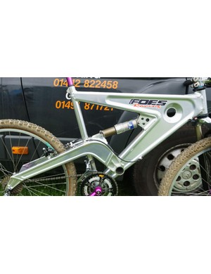 A closer look at the Foes LTS's single pivot rear end and Fox air can