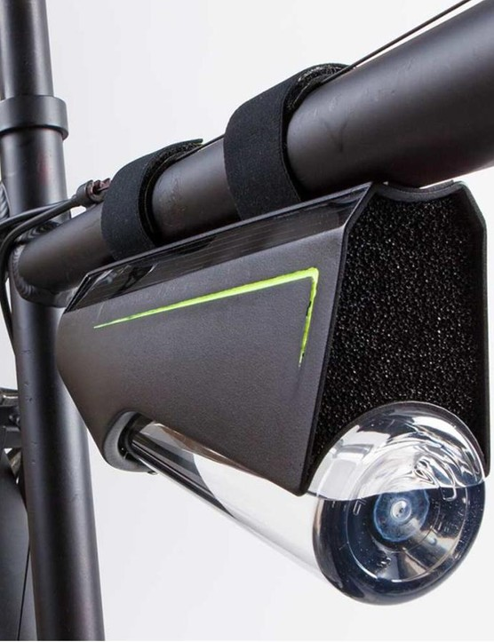 The Fontus Ryde mounts to the top tube and turns water vapor in the air into drinkable water while you ride