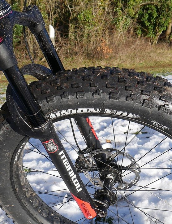 Manitou's fat fork weighs 2,210g
