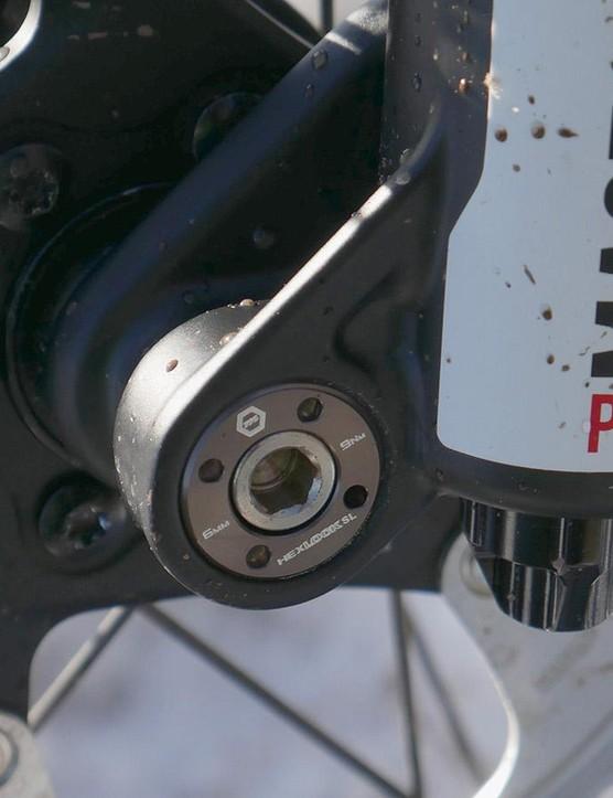 The HexLock SL axle requires a 6mm Allen key