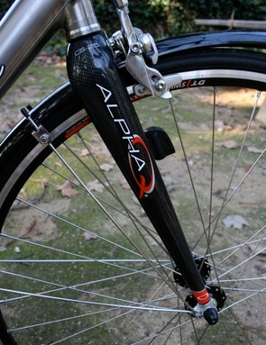 Lynskey specs the Alpha Q carbon fork.