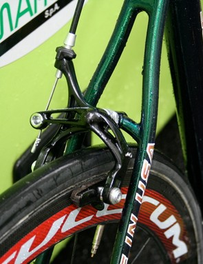 In this era of rear wishbone-style seat stays the SuperSix bucks the trend and the rear brake is attached to a very traditional looking bridge.