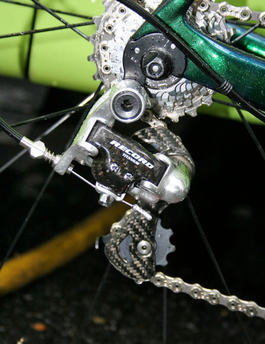 Besides the chainset and bottom bracket Cannondale stays true to the Campagnolo Record groupset (note the rubber frame protector rings used to stop the cable outer damaging the finish).