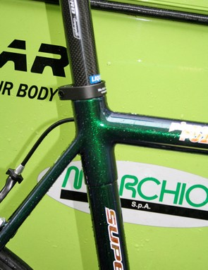 The SuperSix's front section joins the seat tube in a traditional looking lugged joint.