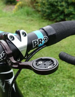 A K-Edge Garmin mount is clamped to Froome's 42cm alloy PRO handlebar