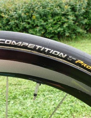 Like every Continental sponsored bike we've seen at this year's Tour, Froome is using 25mm Competition Pro LTD tubulars. For opening stages, expect Froome to ride Shimano C50 wheels