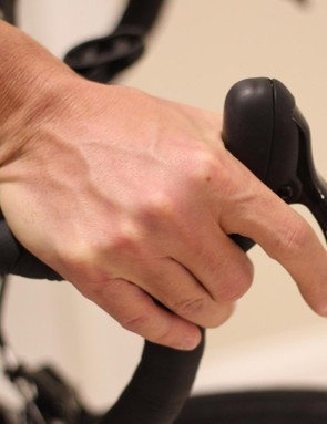 Shifting the upper button from a relaxed hand position is easy