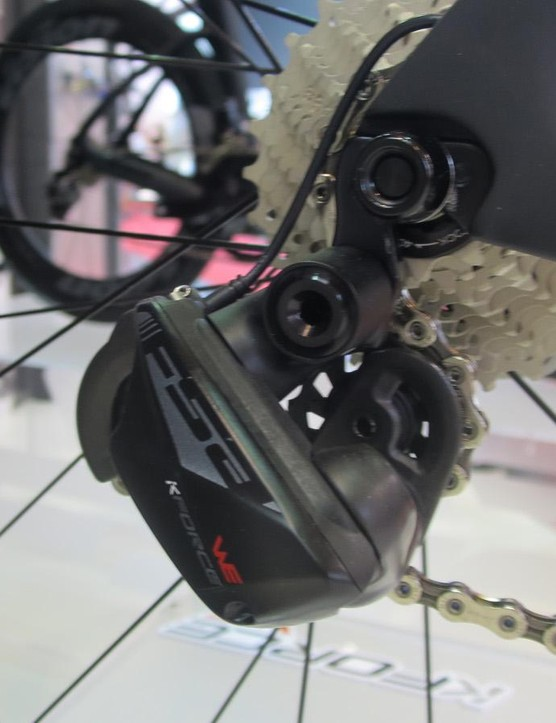 The W.E. rear mech shares the same angular design as the chainset