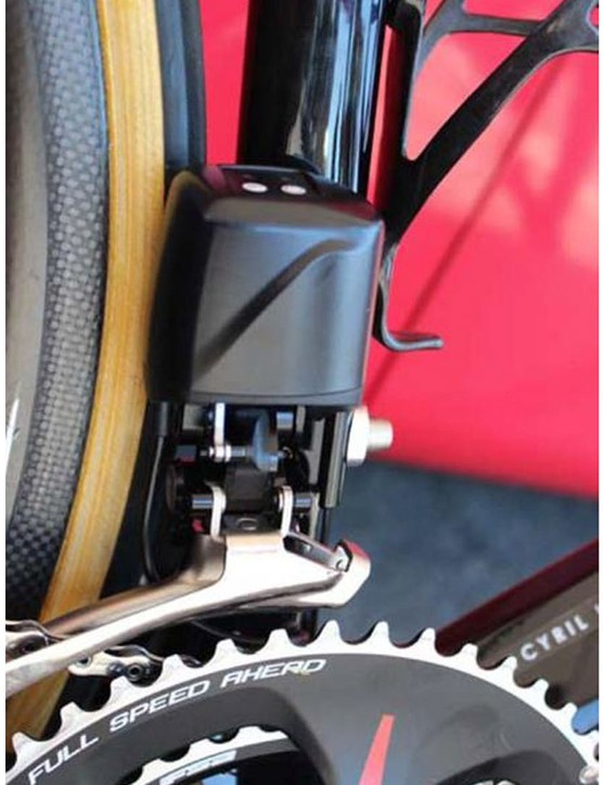 The chunky FSA motor on the front derailleur