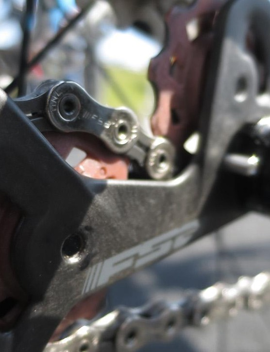 The carbon plates on the rear mech help to keep weight to a minimum