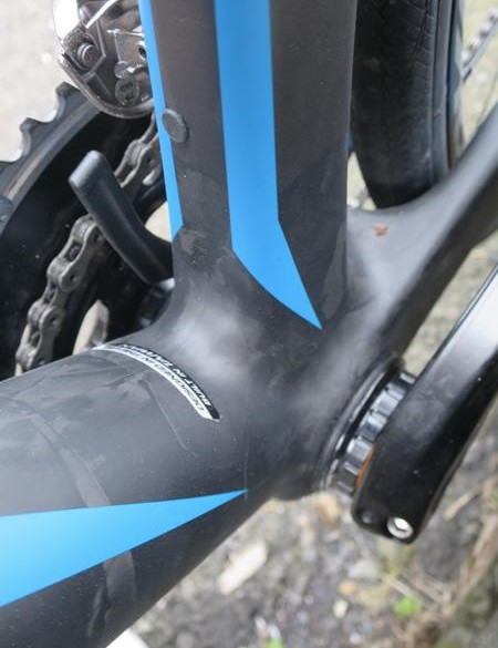 Though the frame is BB30 compatible, the whole range uses a Praxis conversion bottom bracket enabling the use of Shimano cranksets throughout