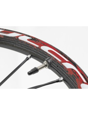 RedCarbon all-mountain wheels.
