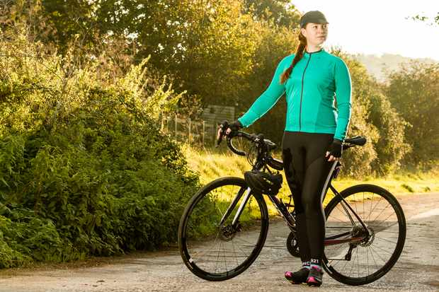 We take a closer look at the thermal bib tights by FWE at Evans Cycles