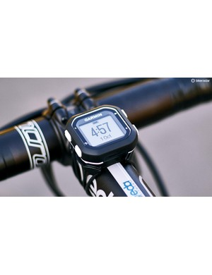 Garmin Edge 25 looks almost identical to its little brother the Edge 25, but adds some connected features and ANT+