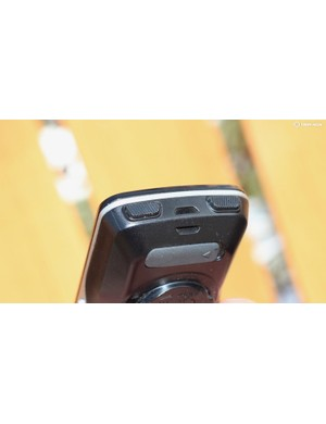 As with the Edge 520, it bugs me that the start/stop and lap buttons are placed in a way that prevents you from snugging the computer against the front of your stem
