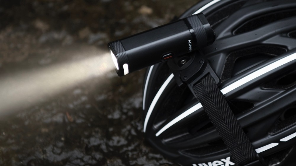 The Varia UT800 lasts 1.5 hours on full 800-lumen blast