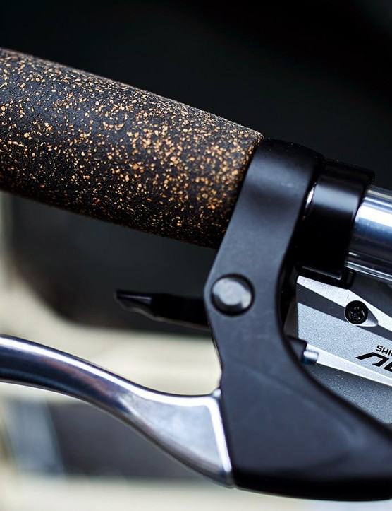The cork handlebars are comfy, damping vibrations from the road