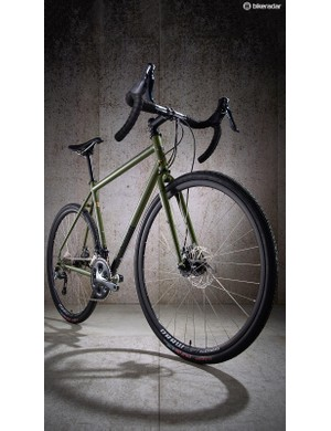 A slim, tapered fork helps the Croix de Fer strike a great balance between firm and forgiving ride quality