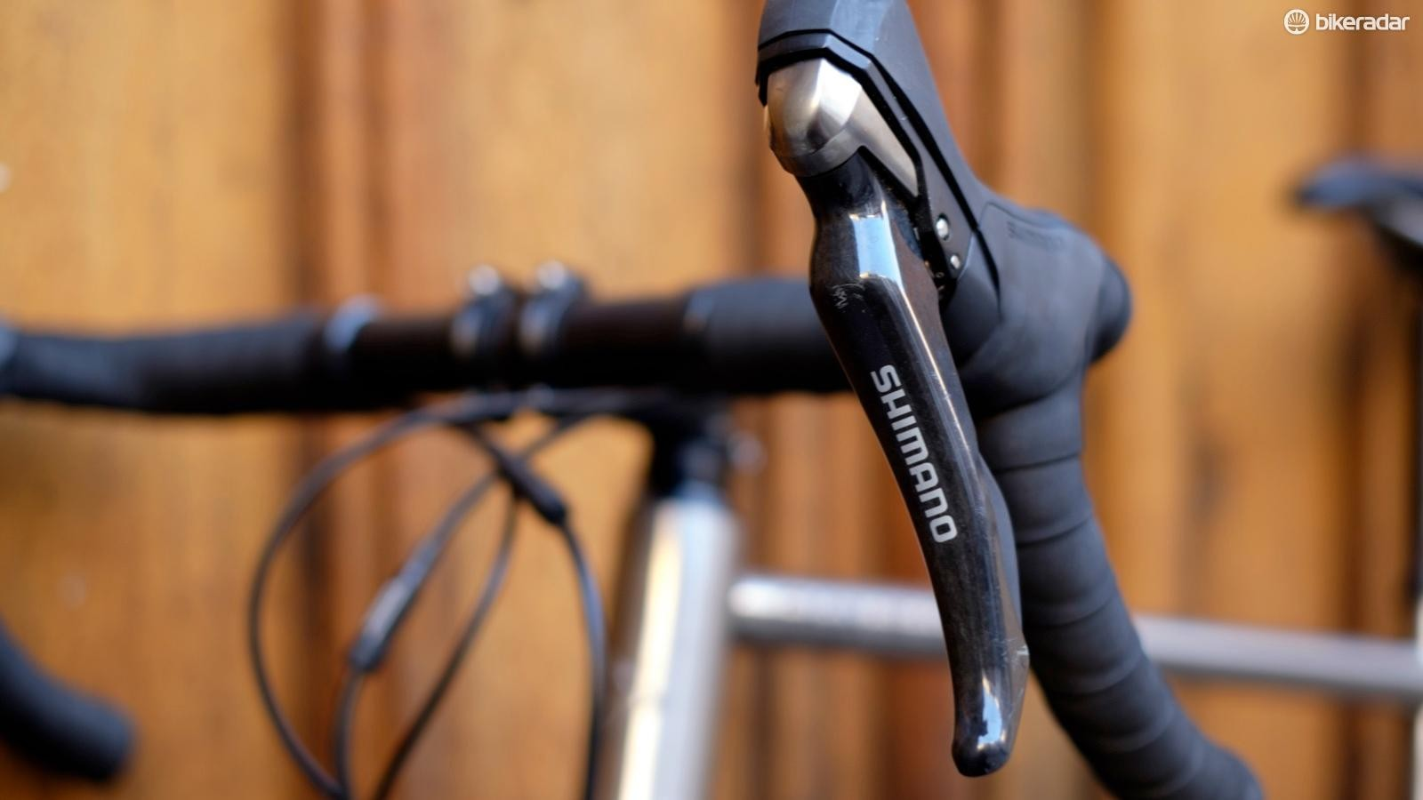 Our test bike came with the older Ultegra-level brake levers, though as specced the bike will feature the newer 105-level levers
