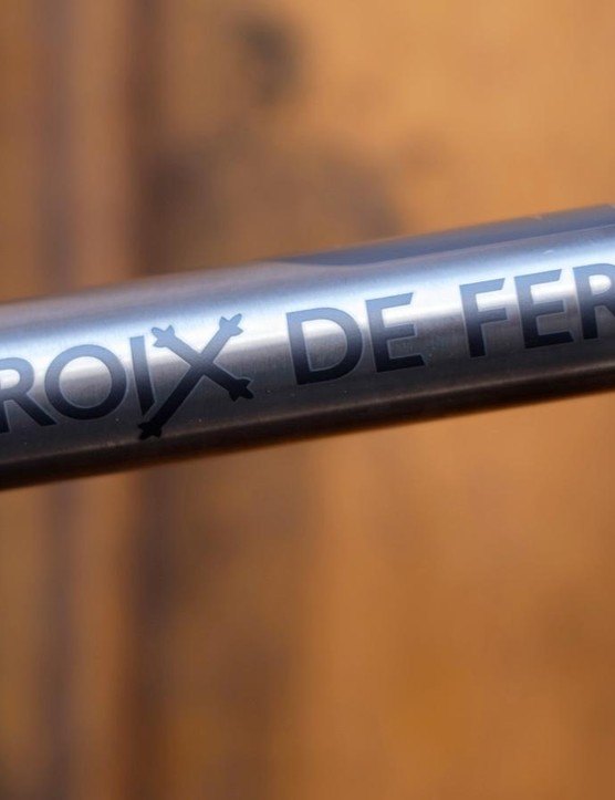 The top tube is reminiscent of the skinny tubing found on the steel-framed model