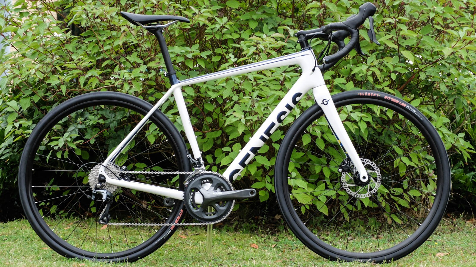 The Datum 10 comes in £1,899.99. For that you get a full Tiagra hydro grouspet and this nice, white paintjob