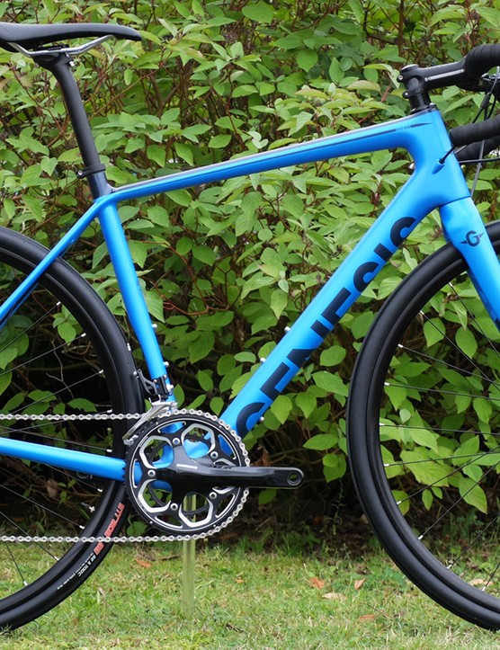 The electric blue paintjob of the Datum 20 is very tasty and for £2,099.99 you get a 105 mix groupset