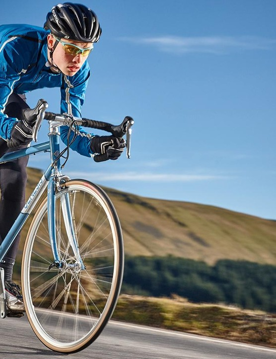 The 725 tubing affords the bike a pleasing solidity on the road