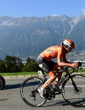 Van der Breggen racing her custom S-Works Tarmac to victory during the world championships