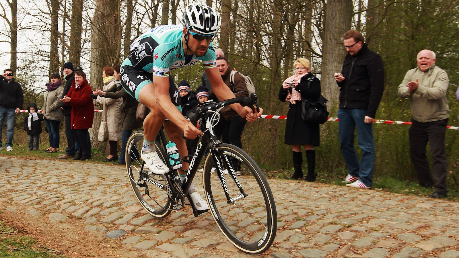 Cruise over the cobbles