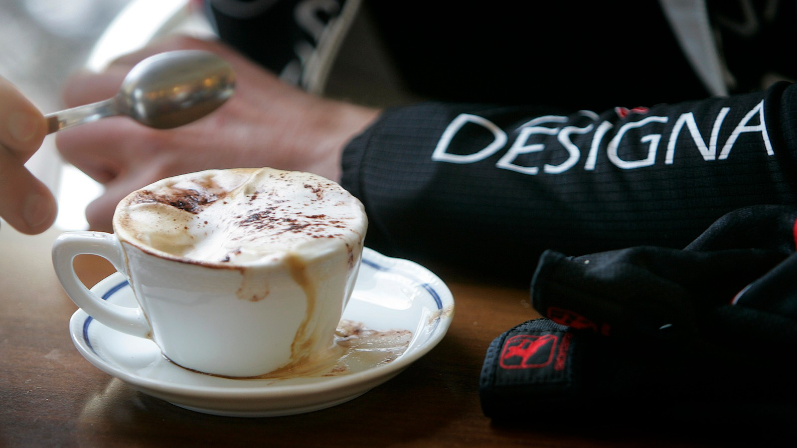 Boost your cycling perfomance with a kick of caffeine