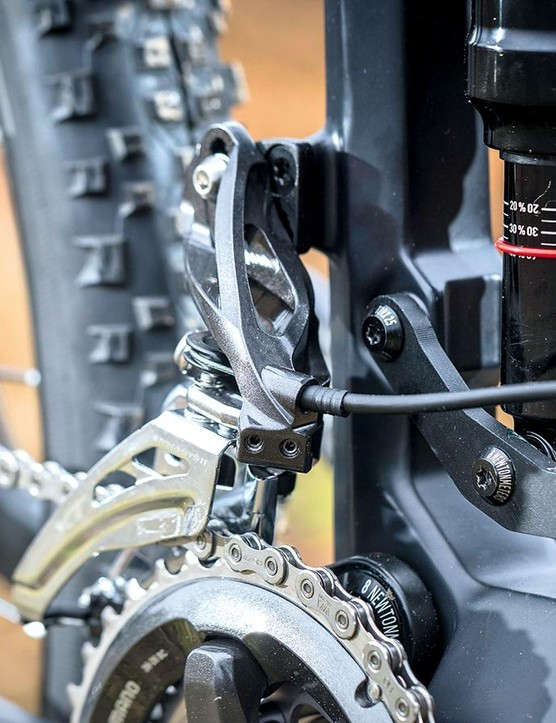 A RockShox Deluxe RT 130mm takes care of things at the back