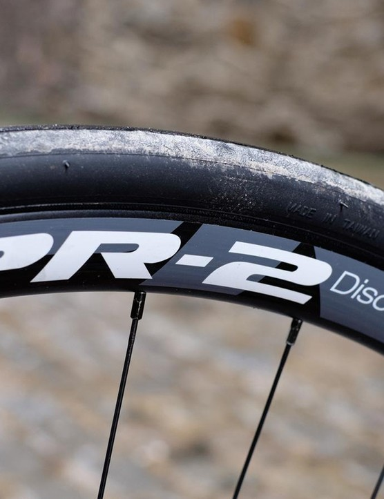 Giant's PR-2 Disc wheelset has rims that are usefully wide and 30mm deep, and is fitted with the brand's own P-SL1 tyres