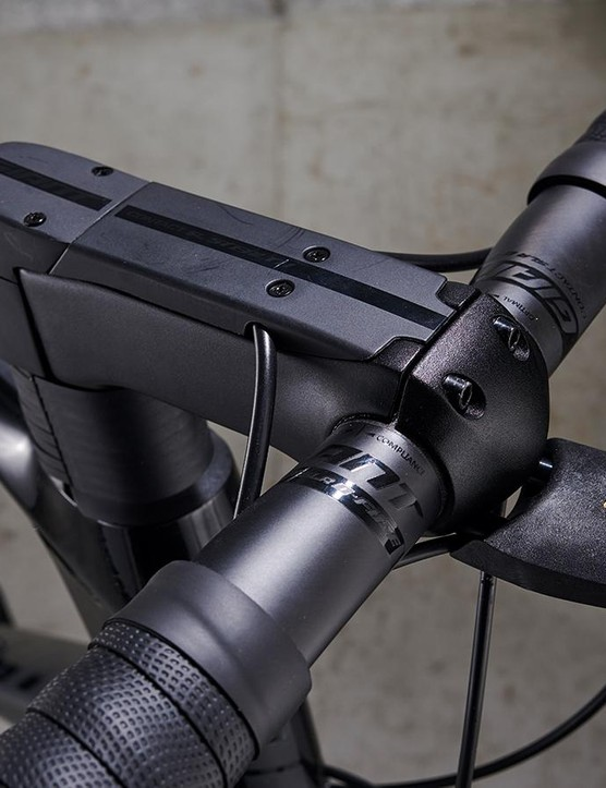 Giant's Stealth stem keeps cables nice and tidy up front