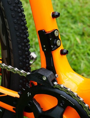 Giant opted for a full coverage chain guide for its 1x CX bikes