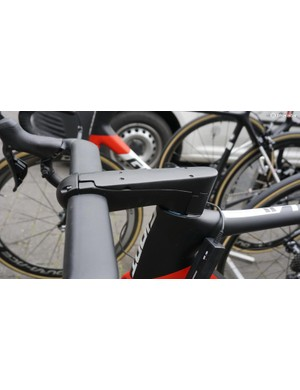 The length of Matthews' stem nearly overshadows the substantial aero profile of the bar