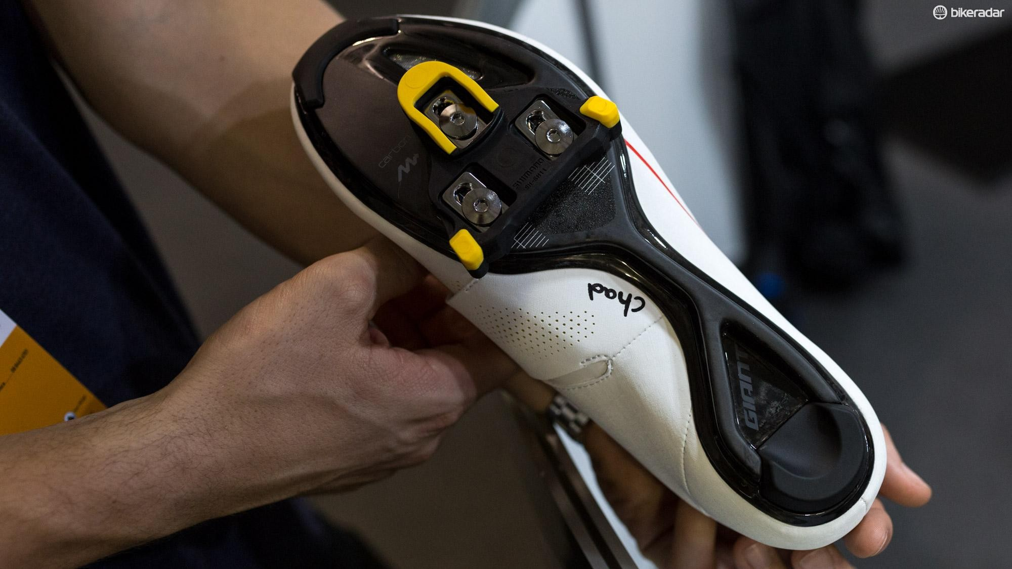 The carbon plate appears to be an evolution of Giant's Exobeam sole with only a narrow rib of carbon connecting the toe and heel