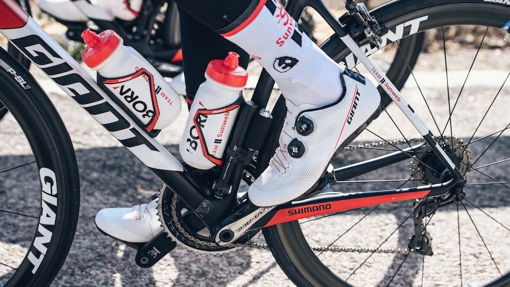Giant shoes will likely be seen more in 2018. Also, note the old magnet from a Pioneer power meter. Sunweb will be using Shimano meters in 2018