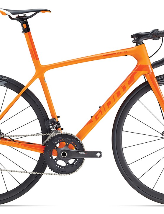 The TCR Advanced SL Disc model comes in four sizes, with the Giant SLR 0 wheels, Giant Gavia SLR tubeless tires, and SRAM Red eTap
