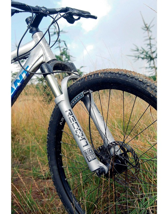 The Anthem 2 has a RockShox Recon 327 fork