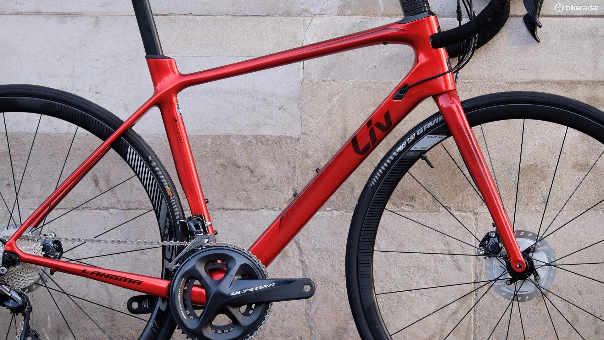 The frame has aerodynamic elements such as a bladed tube shape on the seat tube and seatpost