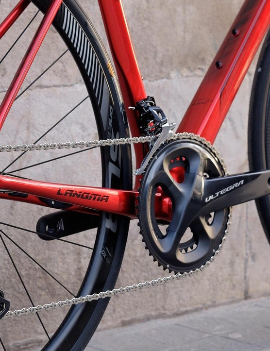 A wide range of gears on the Shimano Ultegra groupset provide ample scope for long climbs