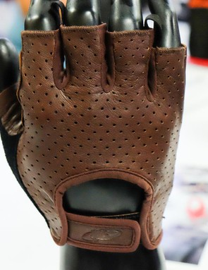 Lizard Skin's Aramus Classic gloves are ready for your Eroica ride