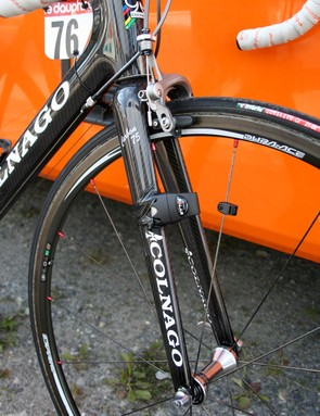 Niermann uses the Carbon 75 fork borrowed from his Extreme-C instead of the CX-1's semi-integrated model.